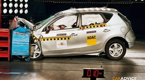 siege auto crash test mitsubishi lancer and hyundai i30 crash test photos