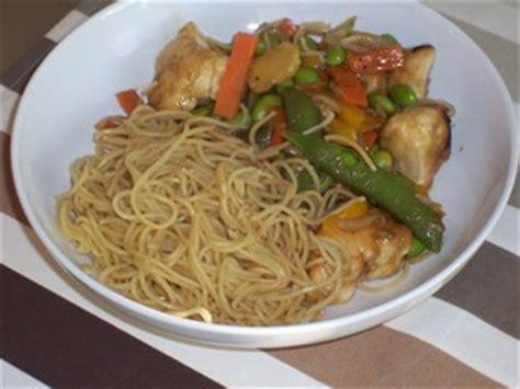 cuisine chinoise au wok nouilles chinoises sautées au pak choï recette iterroir