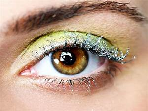 QUICK TIP HOW TO APPLY MAKEUP GLITTER