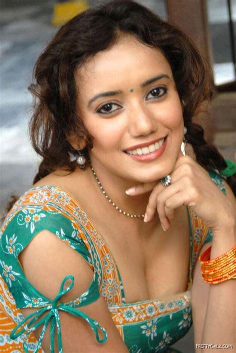 Sriya Narayan  World Of Entertainment