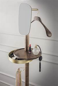 Valet, Stand, W