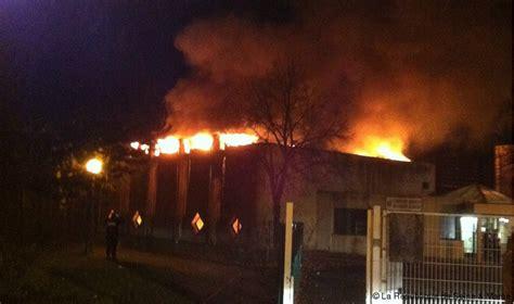 combs la ville info la rep un incendie ravage la salle de 224 combs la ville 171 article