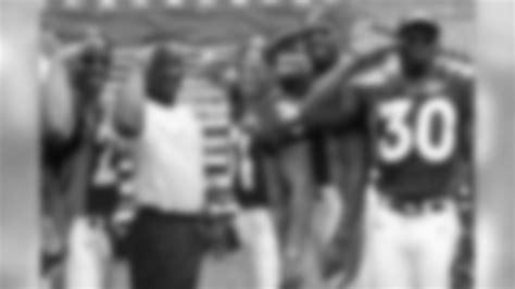 Rarely Seen Photos Of Terrell Davis From His Football Life