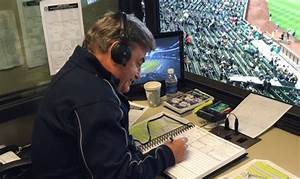 Video: Rick Rizzs makes barehanded catch from Mariners ...