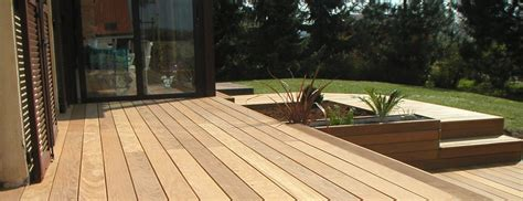 holz überdachung terrasse holzterrassen terrassendielen aus holz und wpc garden