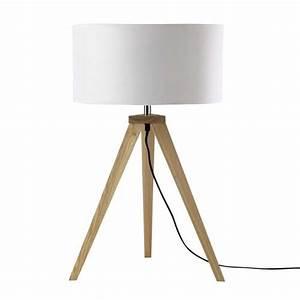 Lampe Aus Holz : dreibeinige lampe karlsen aus holz mit lampenschirm aus naturfarbener baumwolle h 67 cm ~ Eleganceandgraceweddings.com Haus und Dekorationen