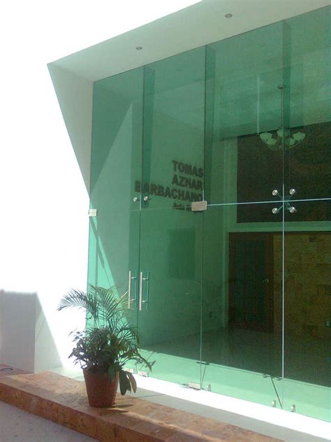 foto fachada integral en cristal templado  aranas