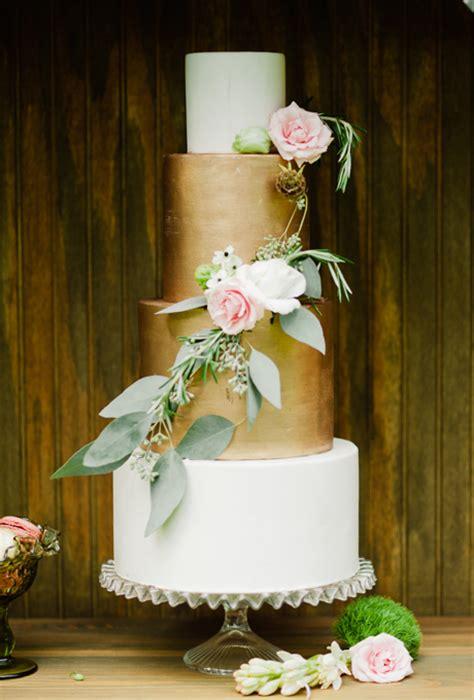 ten elegant wedding cakes cakes favours guest books