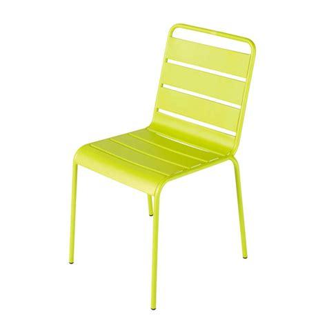 chaise en métal chaise de jardin en métal verte batignolles maisons du monde