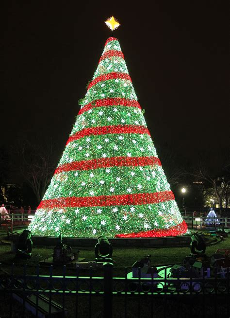 christmas lights in trees ge led holiday lighting shines bright on the national