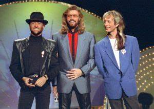 Ringo Starr and Barry Gibb will receive Queen's knighthood