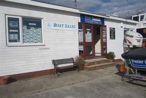 Houseboat Zoopla by Premier Houseboats Me3 Estate Agents Zoopla