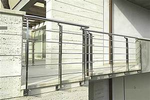 Image gallery modern metal railing for Modern outdoor railing