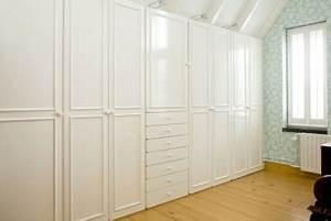Begehbarer Kleiderschrank Klein : regalsystem und begehbarer kleiderschrank so richten sie kleine schlafzimmer ein ~ Eleganceandgraceweddings.com Haus und Dekorationen