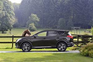 Toyota Rav4 Hybride Black Edition : toyota 2014 toyota rav4 club edition et sport edition bon anniversaire le rav4 ~ Gottalentnigeria.com Avis de Voitures