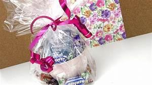 Geschenk Verpacken Folie : geschenkidee tasse mit tee und s igkeiten geburtstagsgeschenk selber machen diy youtube ~ Orissabook.com Haus und Dekorationen