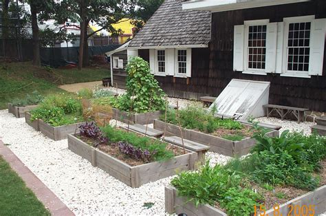 Tips In Making A Kitchen Herb Garden Design