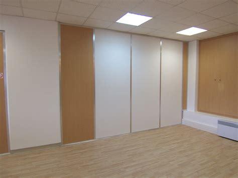 am駭ager un bureau les cloisons pleines toute hauteur aluminium espace