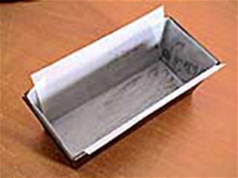 papier sulfurisé cuisine chemiser un moule de papier sulfurisé notre recette avec