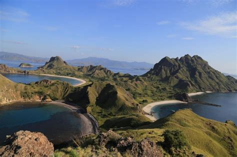 pulau padar sensasi karibia  timur indonesia