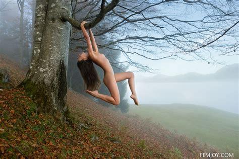 Petite Beauty Lorena Posing Nude On Mystical Foggy Morning By Femjoy Photos Erotic Beauties