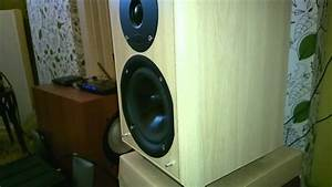 Heavy dubstep playing on small speakers Eltax - YouTube