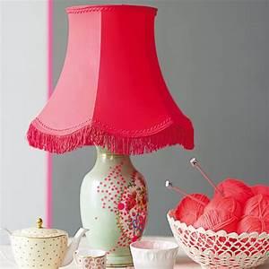 Abat Jour Rose : une lampe l abat jour rose fluo marie claire ~ Teatrodelosmanantiales.com Idées de Décoration