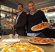 losteria pizza pasta im cafe atlas ueberdimensionale