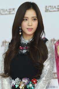 earrings image blackpink jisoo looks like a disney princess at carpet