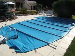 Pour votre piscine : bâche à barres VS bâche à bulles Blog Baches Direct Pro