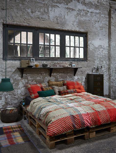 Bett Aus Europaletten Selber Bauen by Palettenbett Bilder Ideen Couchstyle