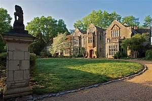 Your Guide To Tudor Architecture In America