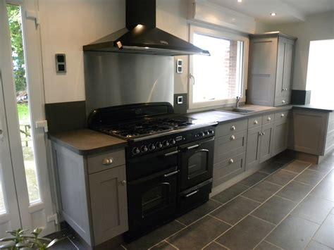 cuisine grise laqu馥 meuble cuisine gris anthracite maison design bahbe com