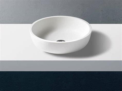 lavabo bagno corian lavabo da appoggio tondo in corian solid surface scutum