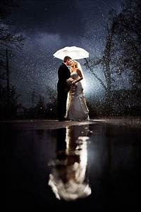 How to get gorgeous wedding photos in the rain bridalguide for Best wedding photography sites