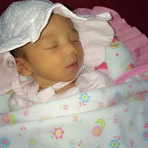 berita sensasi kolekasi foto bayi perempuan fasha sandha