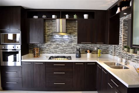 bellas maneras de revestir la pared de tu cocina
