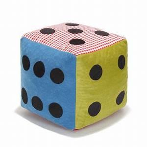 Pouf Chambre Enfant : relooking chambre enfant pouf en forme de d multicolore ~ Teatrodelosmanantiales.com Idées de Décoration