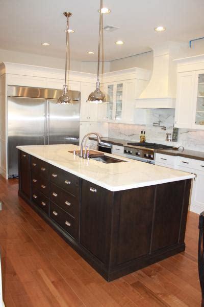 wallpaper kitchen backsplash calcutta marble kitchen island design ideas 3325