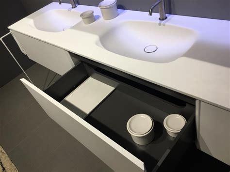 corian caratteristiche arredamento in corian per il bagno showroom arredobagno