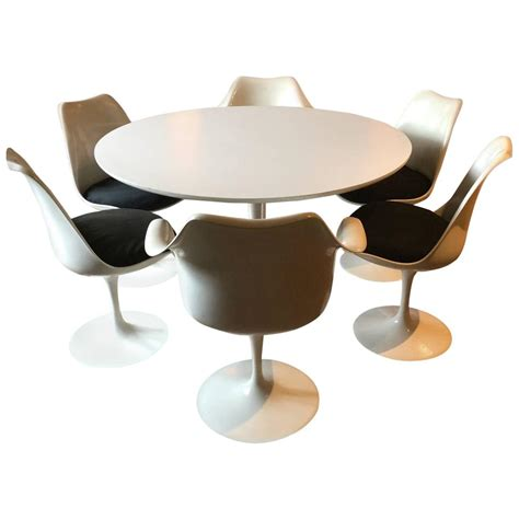 eero saarinen oval tulip dining table and six dining