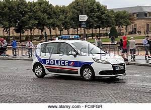 Voiture Police France : france paris une voiture de police sur un appel d 39 urgence renault scenic banque d 39 images ~ Maxctalentgroup.com Avis de Voitures