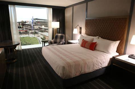braves inspired omni hotel rooms   suntrust park