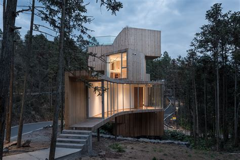 Modern 'treehouse' Spins Out For 360degree Mountain Views