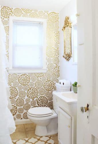 design a small bathroom amenajare baie mica de serviciu cu tapet