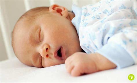 neonato in il neonato non dorme ecco come favorire il sonno bambino