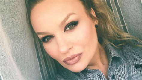 Dziedātāja Dināra Rudāne slepus apprecējusies - DELFI