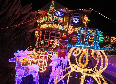 houses transformed by christmas lights in pictures