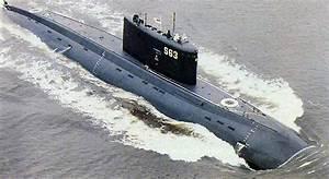 Kilo Submarine Vs Dolphins