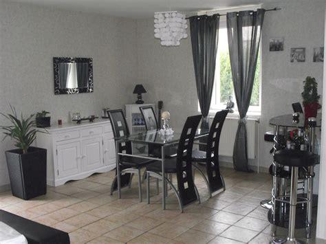 un coup de à ma salle à manger pour moins de 200 euros décoration salle a manger gris et blanc